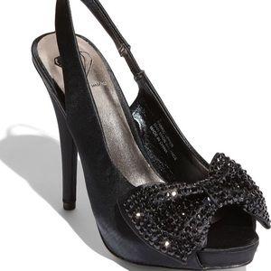 Steve Madden size 6 Black MINNII pumps jewel bow